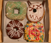 We made the trip to Psycho Donuts Campbell on Saturday to pick up this set. Clockwise starting with the upper right: Grandma's Revenge, Cereal Killer, Spare Tire, and Key Lime.